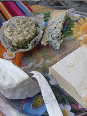 Un échantillon des fromages régionaux servis à la table de Claudine