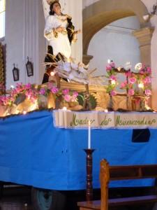 Char en attente de sortie dans une église de Antigua, Guatemala